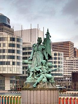 La defense statue 2.jpg