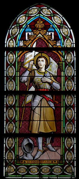 Vitrail de l'église Saint-Martin de Landivy (53). 1ère travée du collatéral gauche. Sainte-Jeanne-d'Arc.