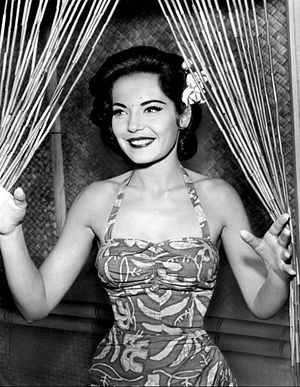 Adventures in Paradise (TV series) - Linda Lawson as Renee.