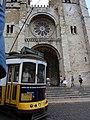 Lisboa, Sé de Lisboa, fachada ocidental e bonde (3).jpg