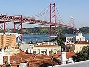 Lisboa e ponte 25 de Abril a partir do miradouro de Santo Amaro (22 Junho 2011)