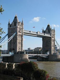 London, Tower Bridge.jpg