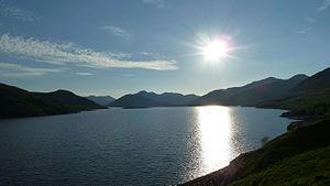 Loch Quoich - Image: Looking west along Loch Quoich
