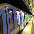 München, U-Bahn, C2-Zug an der Münchner Freiheit, 1.jpeg
