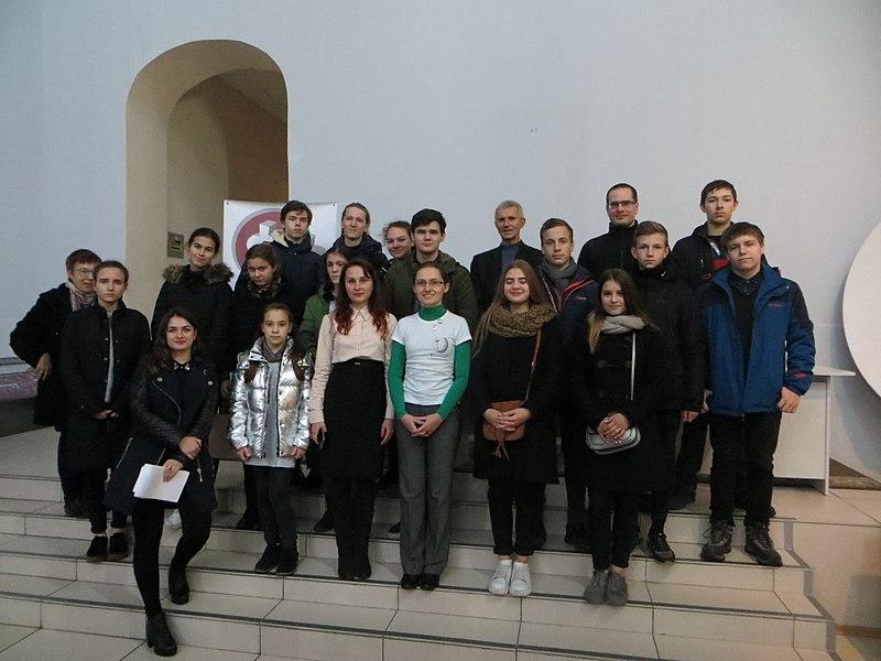 Учасники спецномінації Київської Малої академії наук у фотоконкурсі «Вікі любить пам'ятки» 2017 разом з її організаторами