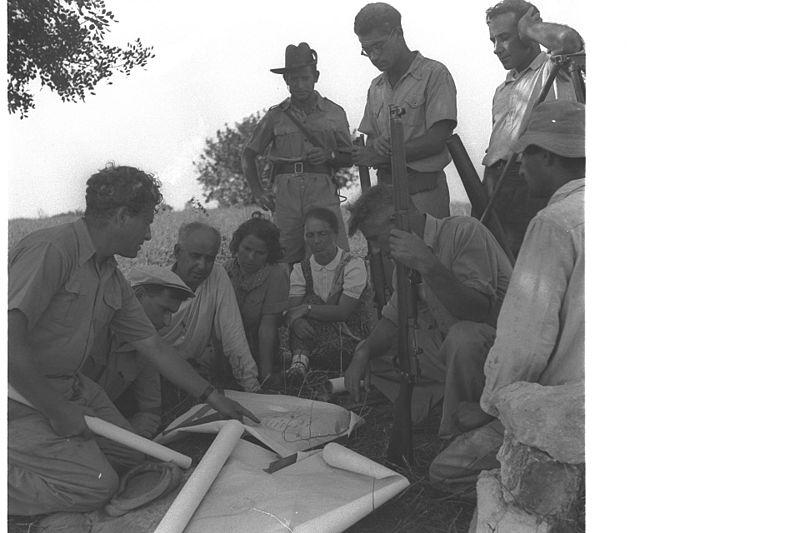 File:MEMBERS OF KIBBUTZ BEIT OREN STUDYING THE PLAN OF THEIR NEW SETTLEMENT. חלוצים, חברי קיבוץ בית אורן בכרמל, עוברים על תוכניות הבנייה של הקיבוץ..jpg