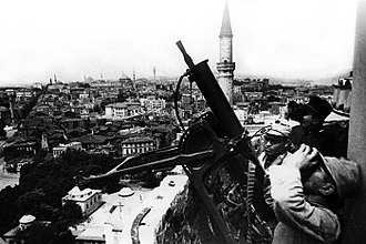 Military history of the Republic of Turkey - Turkish MG08 team on the minaret of the Hagia Sophia Museum, 1941.