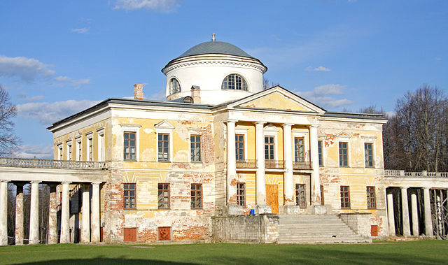 Главный дом усадьбы Знаменское-Раёк.