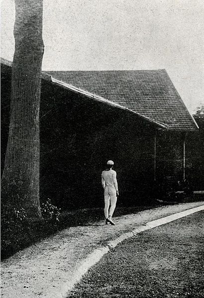 File:Man Walking.jpg