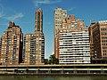 Manhattan, seen from East River - panoramio.jpg