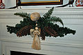 Mantle decorated (5822406109) (2).jpg