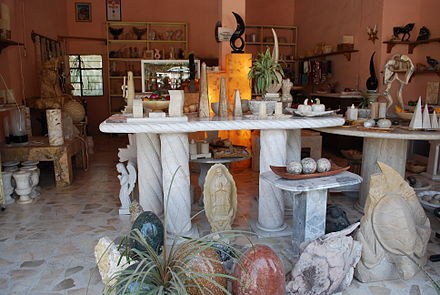Marble objects at a shop in Vizarron MarbleDisplayVizarron.JPG