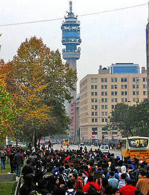 2011–13 Chilean student protests - Protest march in Santiago during the 2006 Penguin Revolution