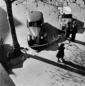 Max Dupain - Adelaide street scene by Dupain (1946)