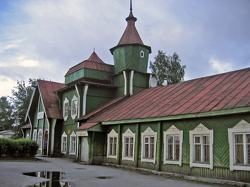 File:Medvezhyegorsk train station.jpg