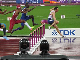 Men's 400m hurdles final (36515281446).jpg