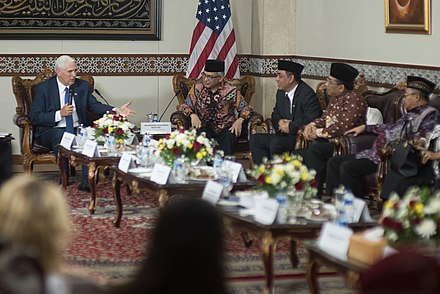 U.S. Vice President Mike Pence meeting with Kalla and Cabinet Ministers, 20 April 2017 Mike Pence in Indonesia.jpg