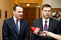 Ministru prezidents Valdis Dombrovskis tiekas ar Polijas ārlietu ministru Radoslavu Sikorski (8471294256).jpg
