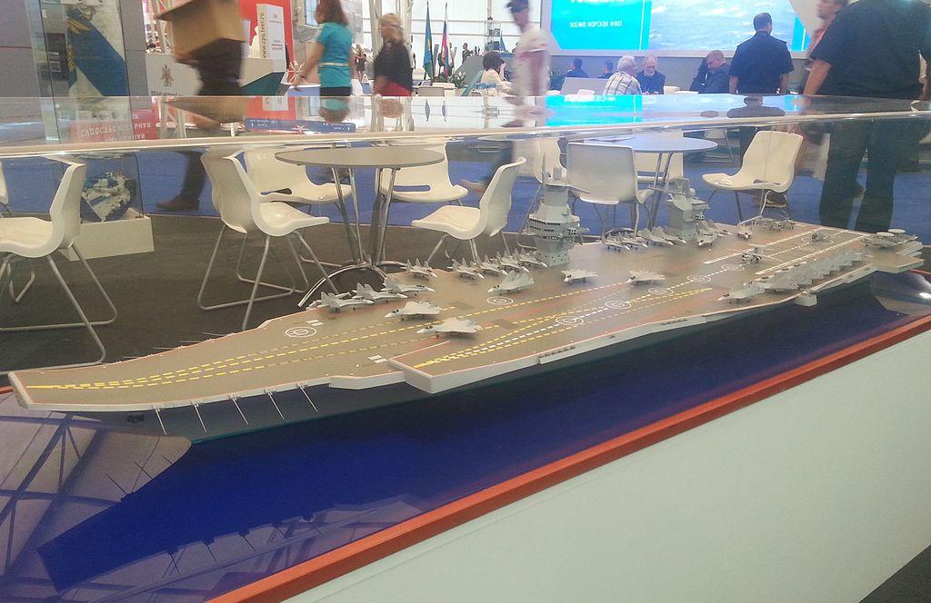 """حاملة الطائرات الروسيه النوويه المستقبليه  Shtorm """"  Project 23000E """" 1024px-Model_aircraft_carrier_project_23000E_at_the_%C2%ABArmy_2015%C2%BB_3"""