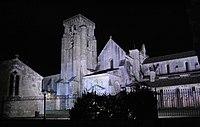 Monasterio de Santa María la Real de Las Huelgas de Burgos de noche.jpg