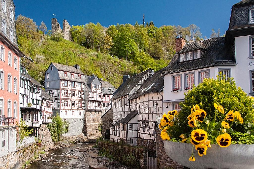 1024px-Monschau_%28104557591%29.jpeg