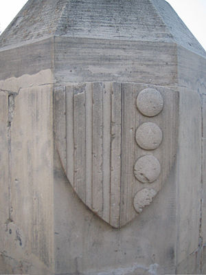 Guillem II de Montcada - Monument showing the family crest, near the location where Guillermo II de Bearn died in combat alongside his nephew Ramón during the conquest of Majorca. The monument is part of the decoration of the Paseo Calvia.