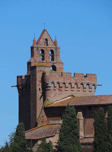 Terrasse de la tour du clocher, avec clocher-mur caractéristique