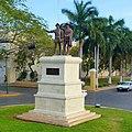 Monumento a los Montejo - panoramio.jpg