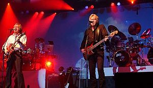 The Moody Blues - The Moody Blues in concert at the Chumash Casino Resort in Santa Ynez, California in 2005 l-r: Justin Hayward, John Lodge, Graeme Edge