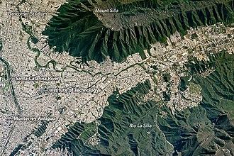 Cerro de la Silla - Image: Mount Silla and Monterrey MX