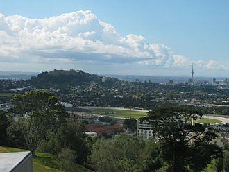 Mount Eden - Mount Eden (to the left of the picture, beyond Alexandra Park) from One Tree Hill