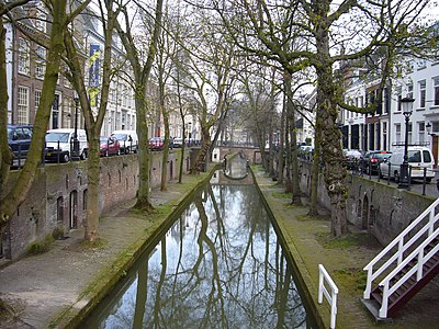Canal in the City of Utrecht, part of the Randstad conurbation Nieuwegracht 2.JPG