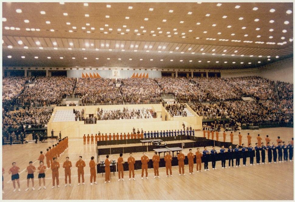 Nixon at an athletic exhibition in Peking - NARA - 194757