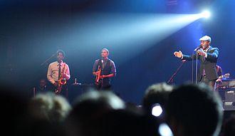 Aloe Blacc - Aloe Blacc with Randal Fisher (saxophone); Chris Bautista (trumpet) live at the NSJ Festival, Rotterdam, Sunday 08 July 2012.
