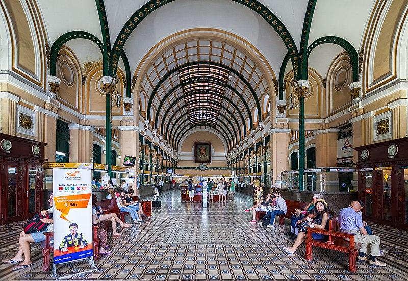 bên trong bưu điện trung tâm thành phố Hồ Chí Minh