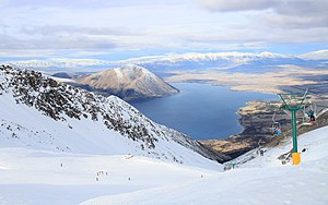Ohau (skifield) - Image: Ohau Snow Fields above Lake Ohau