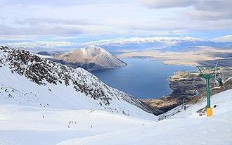 Ohau (skifield) - Image: Ohau Snow Fields above Lake Ohau