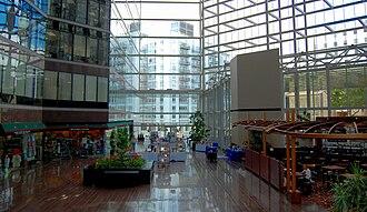 Austin Centre - Image: Omni Austin Atrium 1