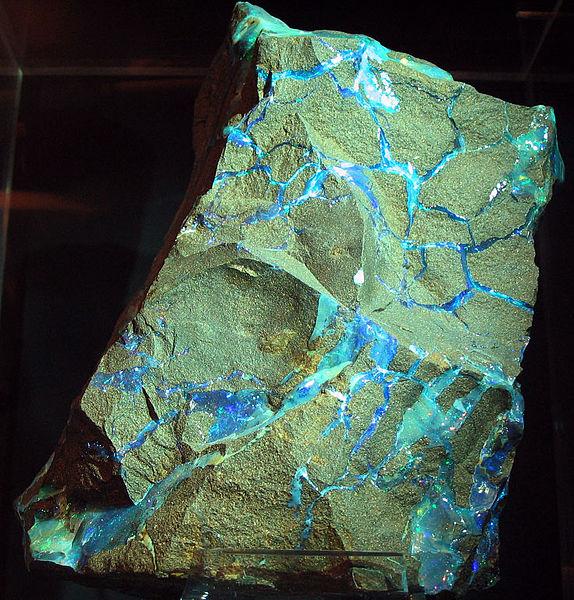 File:Opal veins.jpg