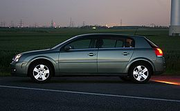 Opel-signum-green-night-shoot.jpg