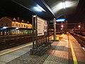 Otrokovice, nádraží v noci, 2. nástupiště.jpg