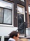 Twee samengetrokken huizen met gezamenlijke gevel onder nieuwe lijst
