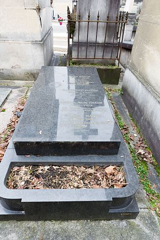 Robert and Raymond Hakim - The tomb of Robert and Raymond in Père-Lachaise Cemetery.