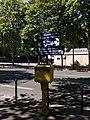 Paris 7e - Boulevard des Invalides, panneaux et boîte-aux-lettres.jpg
