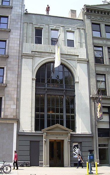 File:Pentagram 204 Fifth Ave with Gormley.jpg