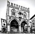 Piazza della Mercanzia - Bologna.jpg