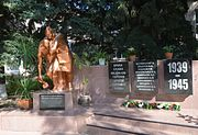 Poltava Shevchenka Str. 25 Monument to WW2 warriors - students and teaches of stomatological university (YDS 7306).jpg