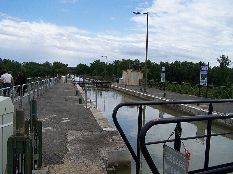 Vue sur le Pont-canal du Guétin, à Cuffy.