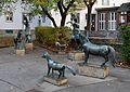 Ponys by Mario Petrucci, Einstein-Hof, Vienna 02.jpg
