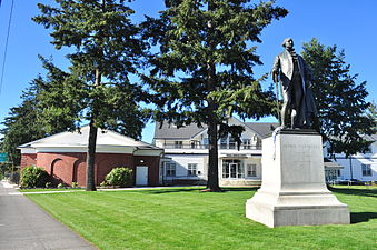 Portland, OR - George Washington statue and German-American Society 01.jpg